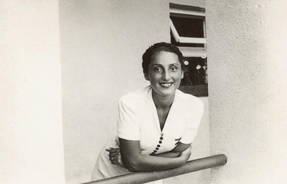 PHOTO: MUZEUM LITERATURY/EAST NEWS Zuzanna Ginczanka, 23.04.1938. ZUZANNA GINCZANKA - POLISH POET OF JEWISH ANCESTRY. Zuzanna Ginczanka, wlasc. Zuzanna Polina Gincburg (1917-1944) - polska poetka pochodzenia zydowskiego.